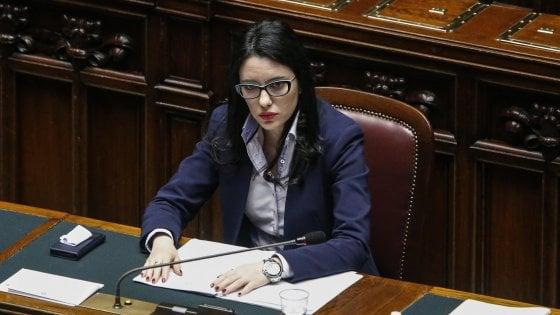 """""""La credibilità è come la verginità"""". Frasi sessiste del senatore forzista contro la ministra Azzolina. Poi le scuse"""