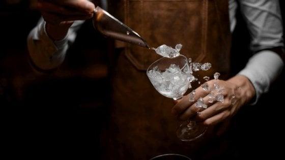 Attenzione al ghiaccio nei cocktail consumati al bar: un manuale per la sicurezza