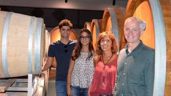La famiglia Volpi nella cantina di proprietà sui colli tortonesi