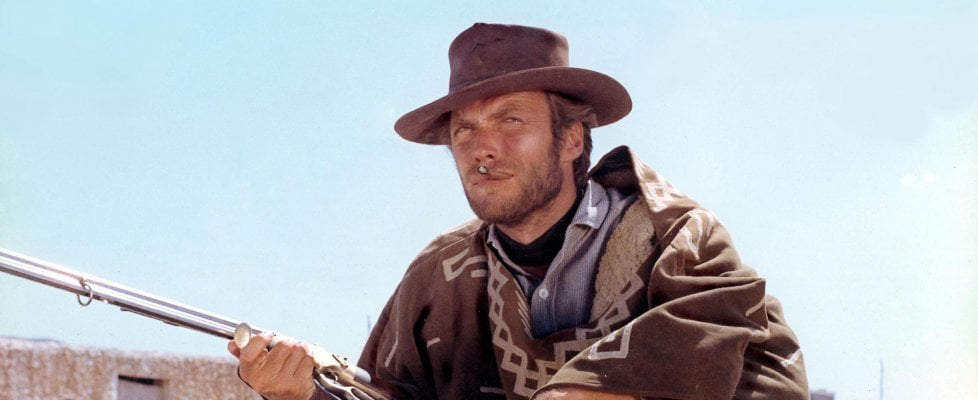 """Clint Eastwood """"con e senza cappello"""", i 90 anni dell'impassibile protagonista del cinema"""