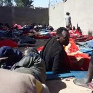 """Migranti, nel centro di detenzione a Zintan: """"Senza acqua, s"""