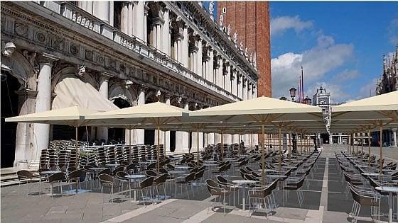Ombrelloni in Piazza San Marco. Strappo alla regola per aiut