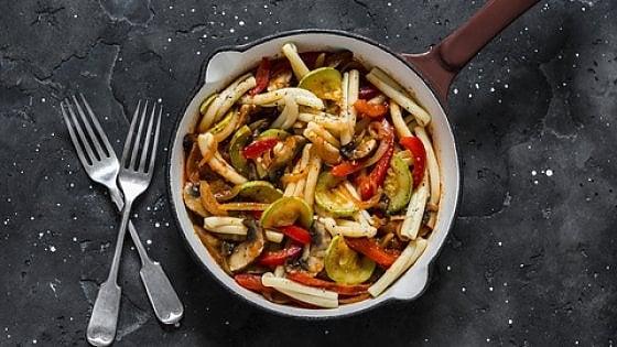 Caserecce con peperoni, zucchine e funghi