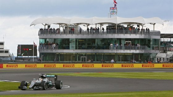 F1: via libera a Silverstone, governo inglese toglie obbligo quarantena