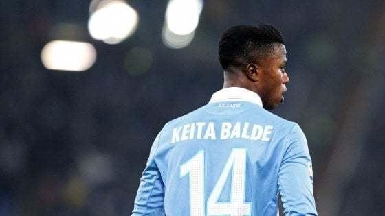 Keita Balde vuole pagare l'affitto a 200 braccianti: ma i proprietari dicono no
