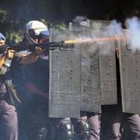 Brasile, mezzo milione di contagi. Scontri in piazza, la polizia disperde la protesta...