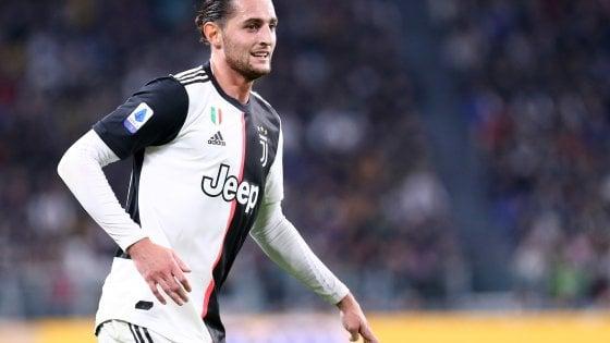Juventus, Rabiot fa selfie con un piccolo tifoso: ma il gesto nobile può costare caro