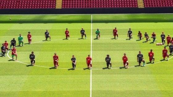 Morte Floyd, giocatori di Roma, Torino e Chelsea in ginocchio. E da quelli di Juve, Inter, Atalanta e Milan post neri