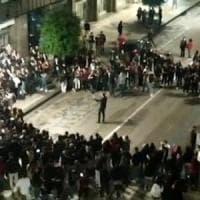 """Movida ad Avellino, il sindaco dirige i giovani nei cori anti-De Luca: """"Ho parlato il..."""