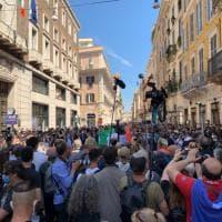 In piazza Salvini, Meloni e Tajani. Forze dell'ordine sgomente per la calca