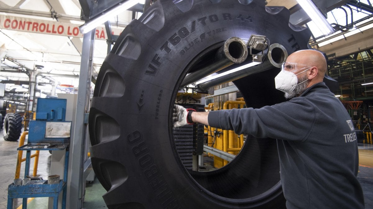 Istat, crollo degli occupati ad aprile: -274 mila in un solo mese