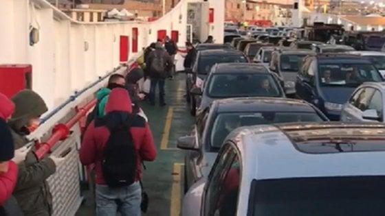 """Coronavirus, liberi tutti: code a Messina e in autostrada. Di Maio: """"Paese riparte, messaggio a mondo intero"""""""