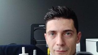 Cristian Fracassi, l'ingegnere che ha fatto un respiratore con una maschera da sub di RICCARDO LUNA