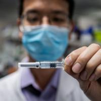 """Regno unito, verso il summit globale sui vaccini: """"Nessuno può farcela da solo"""""""