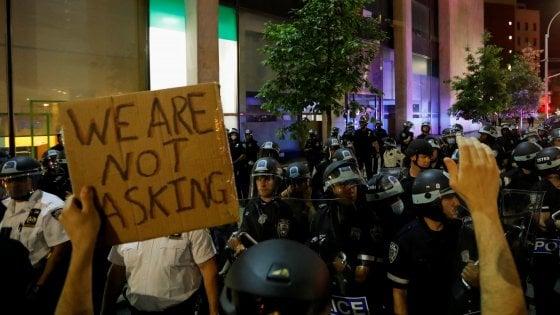 Morte Floyd, arrestati tutti i poliziotti coinvolti. Mattis contro Trump sull'uso dell'esercito