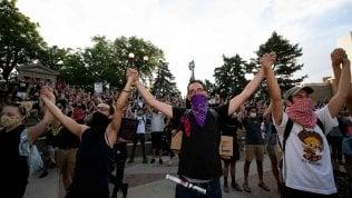 """Minneapolis, la cerimonia per George Floyd. """"Ucciso da pandemia razzismo"""""""