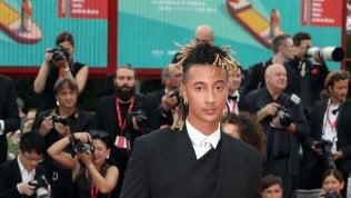 Ghali: ''La moda è una passione da quando ero ragazzino''. E diventa un avatar in stile Animal Crossing