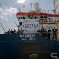 """Migranti, ritornano le ong. La Sea Watch parte da Messina: """"I soccorsi non possono..."""
