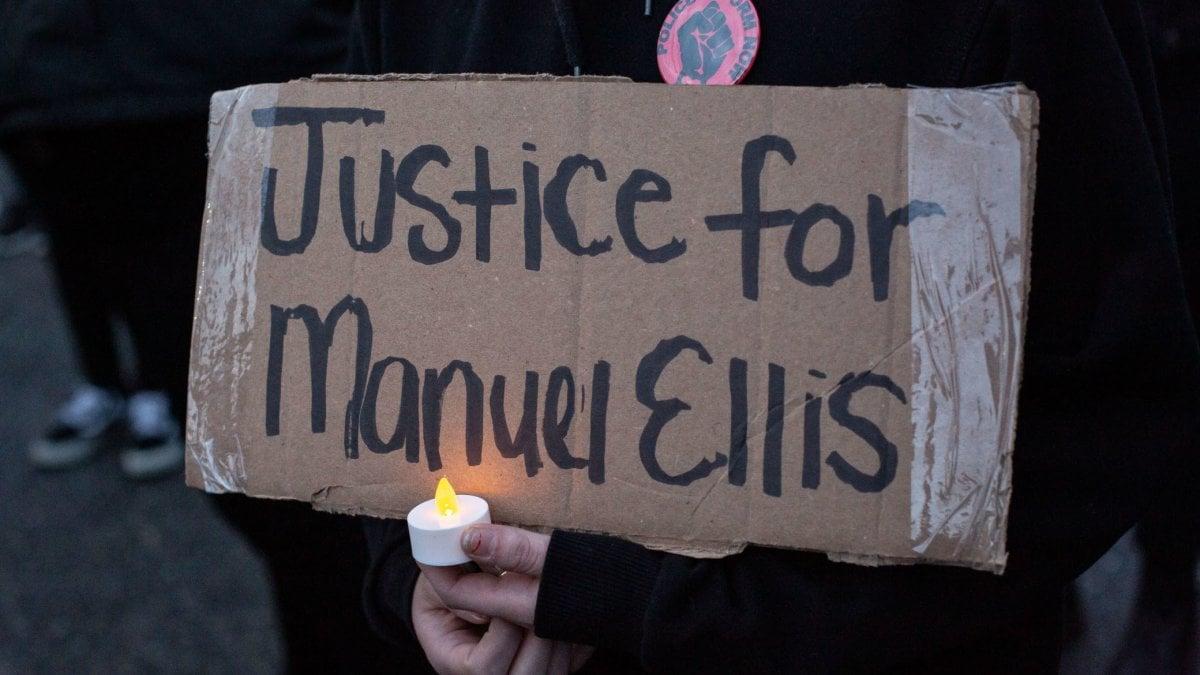 Usa, un altro afroamericano soffocato dagli agenti: Manuel Ellis, 33 anni. Un nuovo video sconvolge l'America