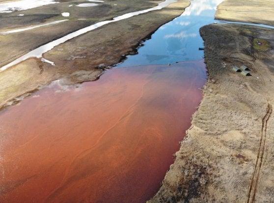 Ventimila tonnellate di petrolio nel Circolo polare artico: Putin dichiara lo stato di emergenza