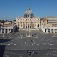 Vaticano, la magistratura svizzera sequestra i conti di Monsignor Perlasca e di tutti gli...
