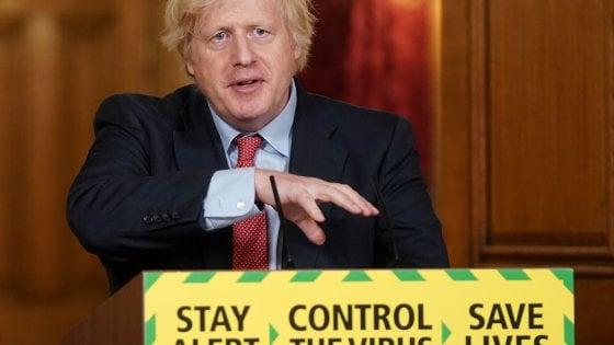 """Coronavirus in Inghilterra, finisce il """"divieto di sesso"""" tra non conviventi imposto dal lockdown"""
