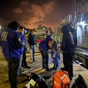 Migranti, in Tunisia la strage delle donne.  Dei 34 corpi recuperati dopo il naufragio di lunedi 22 sono di subsahariane