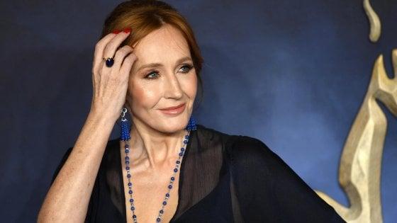 Dopo le accuse di transfobia, J.K. Rowling rivela di essere stata vittima di abusi