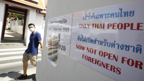 Bangkok. Nel tempio del Budda sdraiato niente stranieri per paura del Covid. Peccato che non ci siano