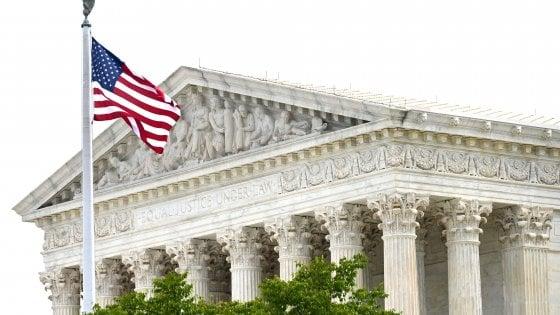 """Usa, la Corte suprema: """"Vietato licenziare qualcuno perché gay o trans"""""""