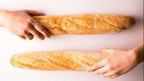 """Francia, scassina il distributore ma la proprietaria perdona il ladro di baguette: """"Ti assumiamo"""""""