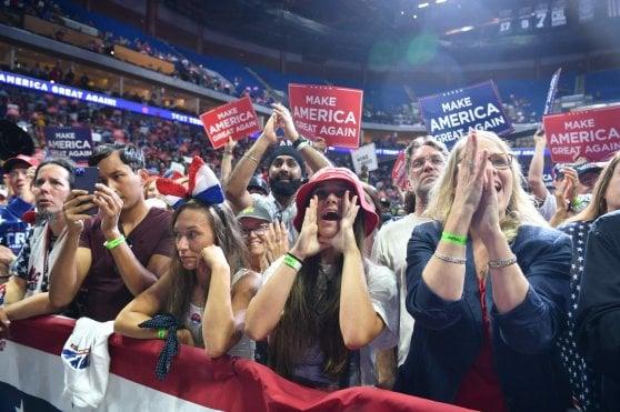 """Usa, molti posti vuoti a Tulsa per il primo comizio di Trump post-Covid. E il virus diventa """"Kung flu"""""""
