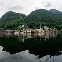 Austria. Hallstatt, il gioiello lacustre che il mondo adora e clona