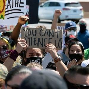 Usa 2020: scontri polizia e manifestanti anti-Trump a Phoenix