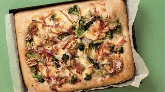 La pizza alle due scamorze con cimette di broccoli, speck e noci