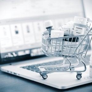 Farmaci, boom di acquisti durante il lockdown: +220%