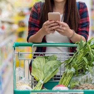 Istat: crollano i consumi, è corsa al risparmio