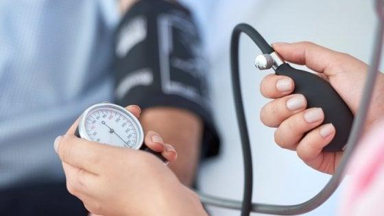 La pressione alta è donna. Almeno in menopausa