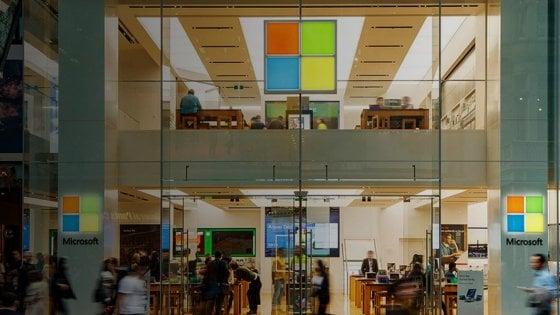 Addio negozi, Microsoft chiude gli Store: venderà solo online