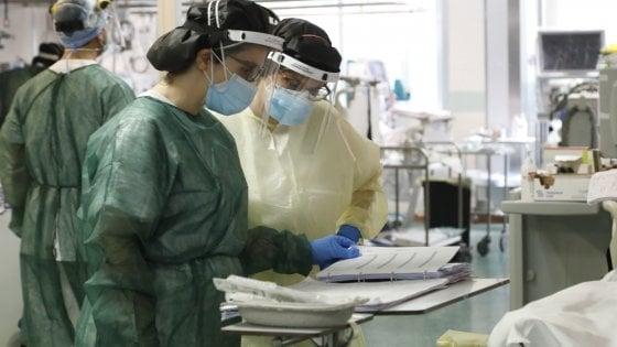 """Coronavirus, il monitoraggio Iss: """"Epidemia non è conclusa, serve cautela"""". Nel bollettino di oggi 26 giugno 259 nuovi casi e 30 morti"""