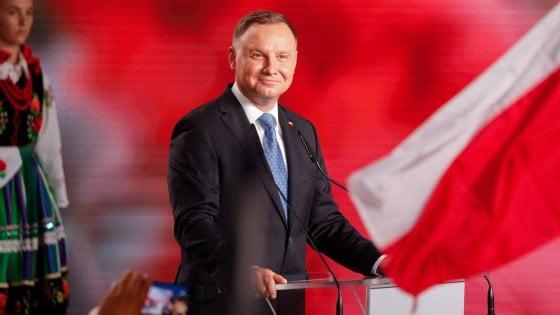 Polonia, ballottaggio fra il presidente Duda e lo sfidante liberal Trzaskowski