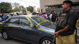 Pakistan, attacco alla Borsa: uccisi i 4 assalitori thumbnail
