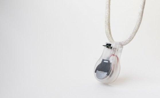 La Nasa ti aiuta a non toccarti la faccia: ecco Pulse, la collana smart fai-da-te