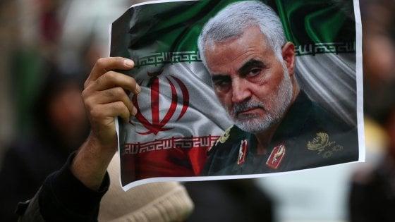 Iran, mandato d'arresto per Trump per l'uccisione del generale Soleimani