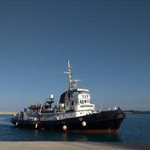 Migranti, otto sbarchi a Lampedusa e la Mare Jonio approderà ad Augusta. Terzo soccorso per la Ocean Viking: 47 persone alla deriva da 4 giorni