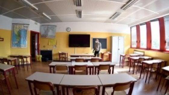 """Scuola, Azzolina: """"Migliaia di docenti torneranno vicino a casa e altri verranno assunti in estate"""""""