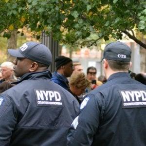 Floyd, New York taglia un miliardo alla polizia: vittoria per Black Lives Matter. Ma molti non sono d'accordo