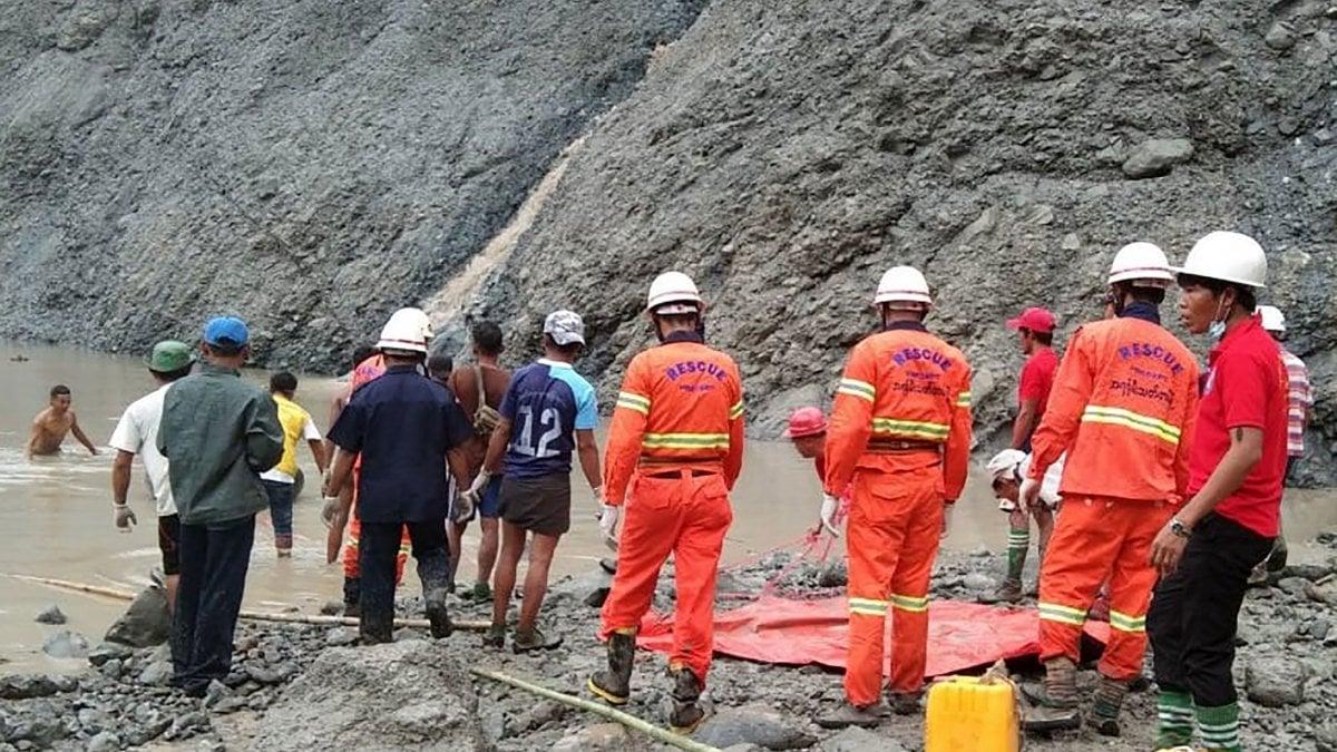 """Myanmar, frana in una miniera di giada: almeno 113 morti. """"Ma ne troveremo altri cento"""""""