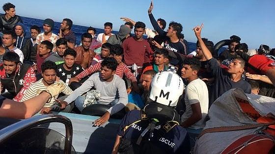 Ocean Viking ancora in mare con 180 migranti. Nessuno le dà