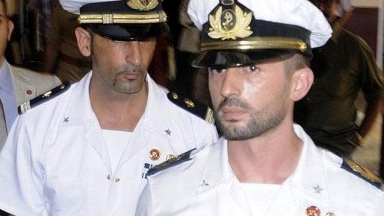 """Marò, il Tribunale internazionale assegna il processo all'Italia: """"Ma Roma dovrà pagare per i pescatori uccisi"""""""